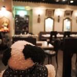 神戸Aarti - 店内はとってもエスニックな雰囲気。 装飾品はインドから取り寄せたものなんだって。  ちびつぬ「ナマステな感じね~」
