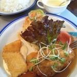 ストロベリーキャンドル - 本日のランチ:イカフライと鶏ハンバーグ