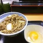 吉野家 - アタマの大盛卵。