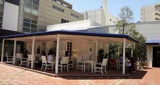 Ron Herman cafe 福岡店 - 右横から店内に入ります