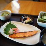 インパクト - 料理写真:ランチの鮭の西京焼き