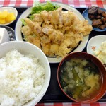 住吉食堂 - チキンカツ定食 800円 小鉢のマグロの味噌煮もナカナカの味。
