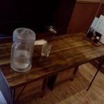 やしま - 2014.5.17再訪 二人横並び用テーブル