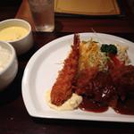 昔洋食 みつけ亭 - デラックスの定食。大エビフライ。ビフカツ、ハンバーグ