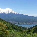 天下茶屋 - 表から見える富士山と河口湖