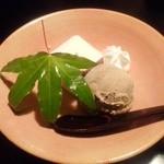 馳走飯田 - デザート(ほうじ茶アイス・いちごムース)