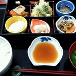 レストラン山水 - 料理写真:彩弁当 810円