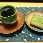 27348328 - 持ち帰ってコーヒーとともにほうれん草と抹茶のフィナンシェ