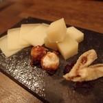 ソセアミ - チーズ3種(1000円)。