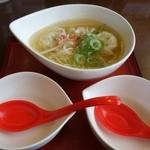 ホワイト餃子 はながさ - (2014/4月)「スープ餃子(4個)」