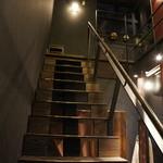 あぶり肉 がらん - 二階への階段、隣はカウンター席が6席