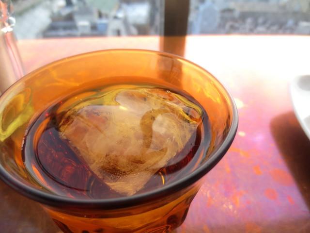"""Sunny - 凄っ""""ミネラルに大きな氷、バー仕様。"""