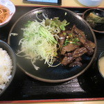 炭火焼肉 敏 - 牛焼肉定食 750円