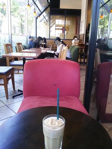 タリーズコーヒー 中央林間店 - 店内、結構ゆったり。