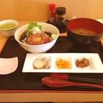 鱗介領 信海 食事処 - 海鮮ユッケ丼