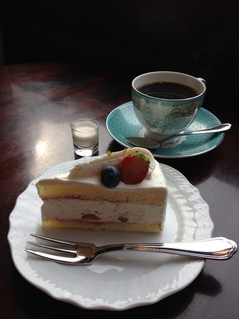 宮越屋珈琲 東京新橋店 - ショートケーキとフレンチブレンド
