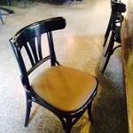 27361148 - 普通の椅子。