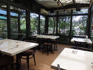 フルーツダイニングパレット 宇都宮下戸祭店 - 採光を考慮した店内。