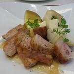 ビストロ ダイア - マンガリッツァ豚の炭焼き、レッドクイーンとキタカムイ添え