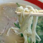 武蔵ラーメン - 中細ストレート麺です