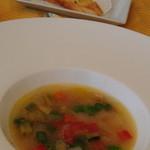 27365917 - 野菜がたっぷりのスープ(ガーリックトースト添え)