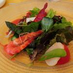 27365921 - 海の幸と春野菜のサラダ(苺風味のドレッシング)