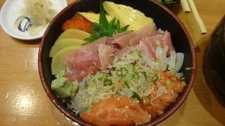 日本海 田町店 - 日替わり丼:700円
