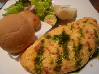 ジースリーキッチン - 「季節のオムレツプレート (850円)」 バジルソースが絶妙♪