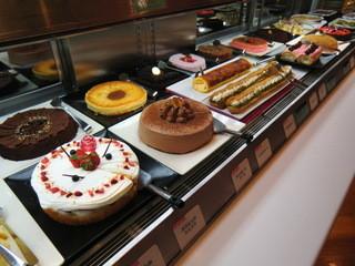 スイーツパラダイス - ワタクシの入刀を待つホールケーキたち(笑)