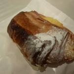 パンやきどころ RIKI - いよかんとアーモンド ¥216