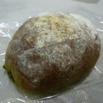 パンやきどころ RIKI - 抹茶クリームパン ¥160+税