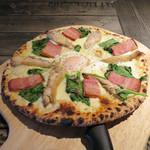 アルコバレーノ - 料理写真:ローストチキンとほうれん草のビスマルク