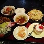 花北京 - 若鶏の唐揚げ&酢豚定食オプションでご飯をチャーハン