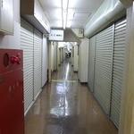 三ノ宮高架下市場 - 2階には長い通路