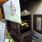 中村製菓 - 月桃の香りを含んだ蒸気がお店中に広がります