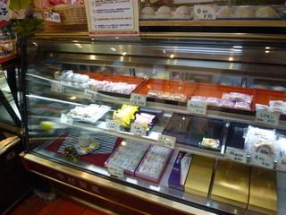 中村製菓 - 琉球銘菓・くんぴん、月餅もあれば白いお餅まであります