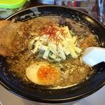 炭炙りチャーシュー まる麺 - ダブルチーズラーメン 醤油
