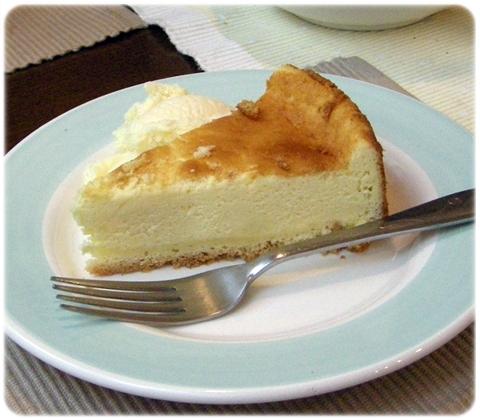 トムテ - ベイクドチーズケーキ。ケーキは日替で1,2種類です。
