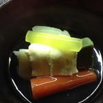 左近太郎 - 湯葉と京野菜の炊き合わせ
