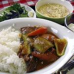 ハレミ - ランチ800円(短角牛のそともも入りカレーライス、サラダ、卵スープ、甘納豆入りヨーグルト)