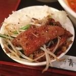 健康中華庵 青蓮 - レバニラ丼    レバーは少し薄切りも、 結構入っていて、黒胡椒が効いているのもいい。
