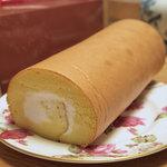 アイスイーツモア - 料理写真:アイスイーツ モアのロールケーキ「ぽんたろーる」