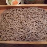 芭蕉庵 - 蕎麦は太めでモソモソとした食感