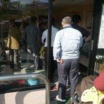 松竹堂 - 平日の昼前に行列ができています