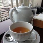 ザ・バージェイダブリューハート - 紅茶はポットで提供