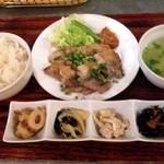 waingadaisukinaonikuyasanchinosumibiyakiitariangattsuxo - ホエー豚ばら肉のあぶり焼き定食 ¥880