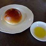 THE OCEANS 3710 - パスタにはパンとオリーブオイルが付きます