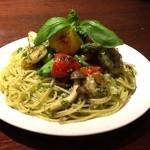 アクワス - 春野菜と海老のジェノベーゼパスタ