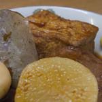 二代目おかだラーメン - 2-2)生姜醤油をかけて、練り辛子をアクセントに。