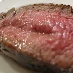 酒飲めフレンチ bisとろタカギ - お肉アップ、なんだか色っぽいわ~。